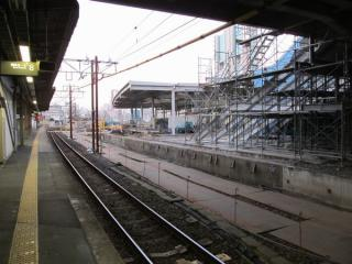 古いホームを取り壊し中の9番線東京寄り。