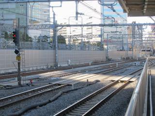 横須賀線上り本線~中線の間に新設された渡り線①。