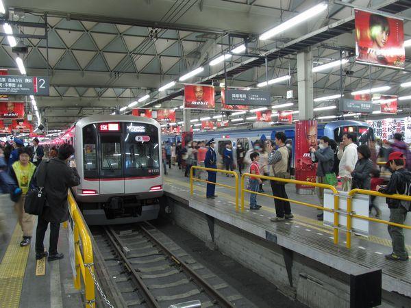 廃止1週間前の東横線渋谷駅。この頃になると徐々に撮影をする利用者も増えてきた。