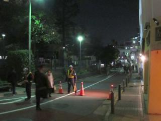 代官山駅周辺の道路は15日20時~16日7時の間通行止めになった。