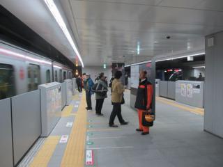 一般開放された3・4番線横浜方のホーム延長部分。
