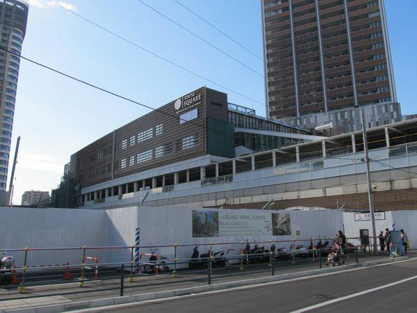 建設がほぼ完了した武蔵小杉東急スクエア。手前の囲いの中には地下駐輪場が完成した。