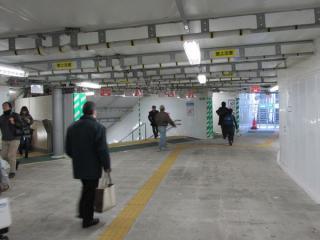 JR南武線武蔵小杉駅連絡通路の途中からもこの施設に出入りできるエスカレータを建設中。