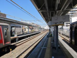 菊名駅渋谷方。延長部分のホームはすべて完成した。