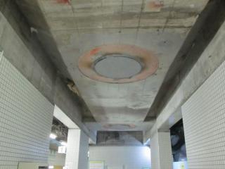 コンクリートの添え柱が設置された部分は鋼管柱が切断・撤去された。