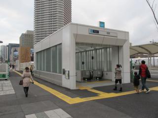 移設・拡張が完了した2番出入口。