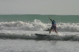 サーフィンにトライ
