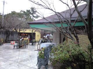 筥崎宮神苑花庭園内のカフェテラス