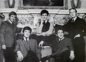 The_Hollies_(1965).png