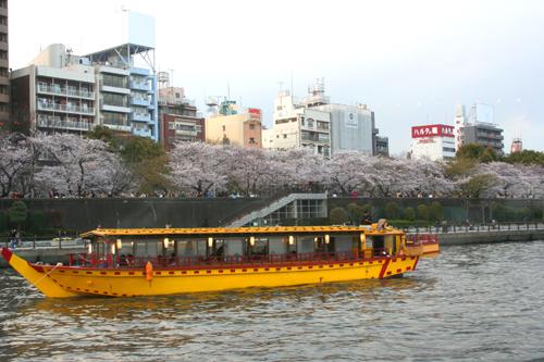 隅田公園を船上から