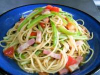 細切りアスパラと完熟トマトのパスタ