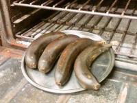 台湾バナナをオーブンで焼いています