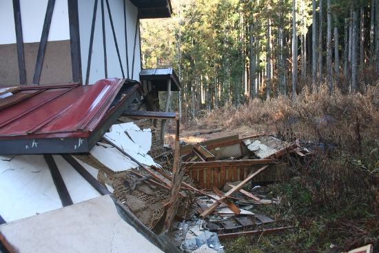 白馬大地震の我が家の状態11 (550x367)
