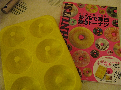 Donuts mould and book