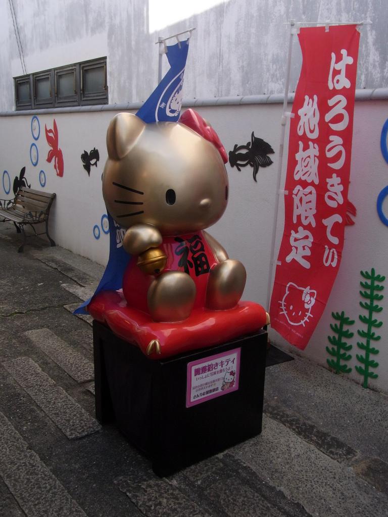 金色キティさん。
