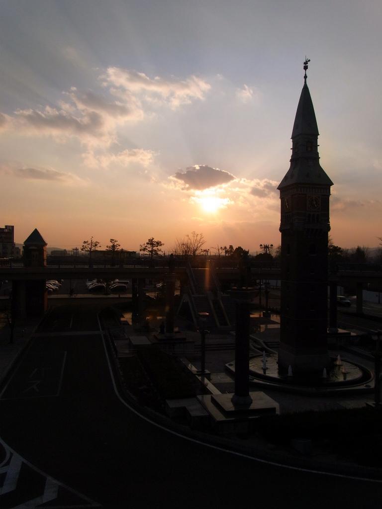 時計台の夕日。