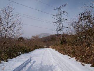 s02林道と鉄塔と欄山