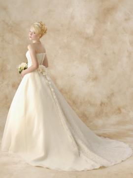 清楚さと上品さを兼ね備えたこのドレスっ!!