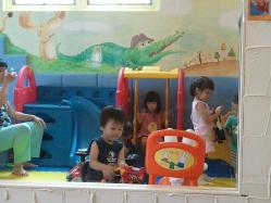s-2012-07-31 11.45.43キッズカフェ遊び場2