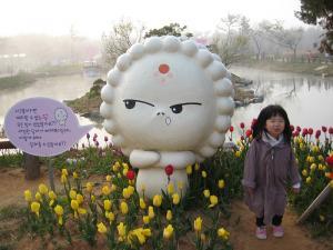 s-IMG_5512花祝祭人形とヘジョン