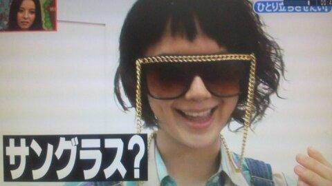 ⑪怪しいサングラス