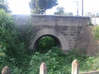 西武多摩川線のお古なアーチ