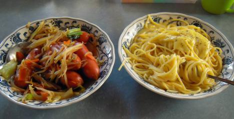 朝食からクリームチーズスパ&ビッグウィンナーの野菜炒めを食べたデジカメ写真画像でい