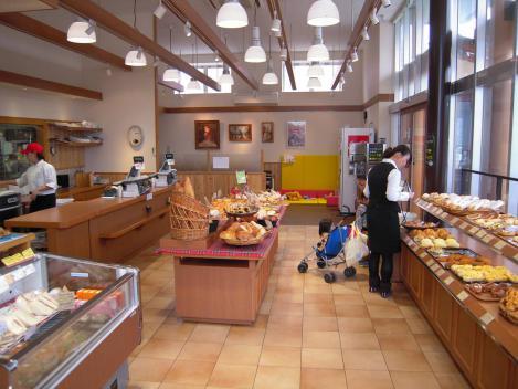 裾野市の手作りパン屋Bee店内の様子をデジカメ写真で