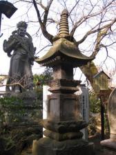 薬師寺の宝篋印塔