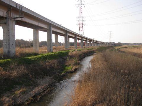 小野川と圏央道