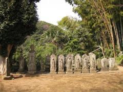 観音堂の石仏群