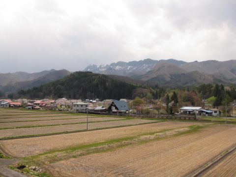 七ヶ岳登山口駅と七ヶ岳を望む