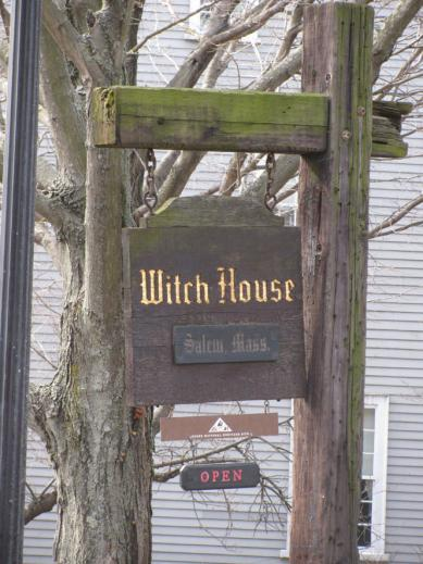 2010witch_house01.jpg