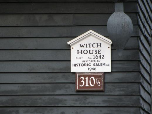 2010witch_house02.jpg