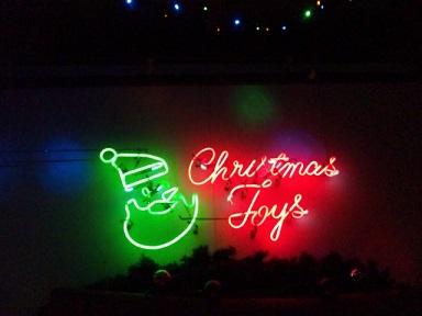 クリスマストイズ外ネオン