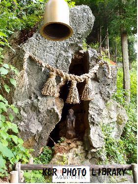夢現の岩穴