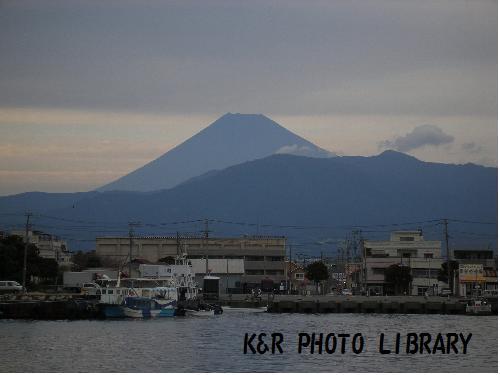 沼津港から見る、富士山