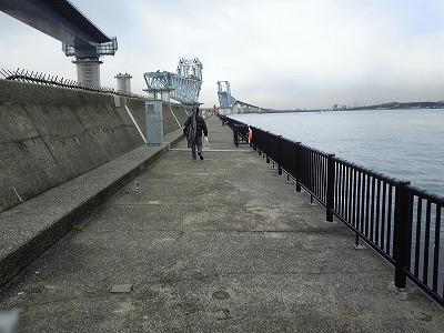 堤防入り口