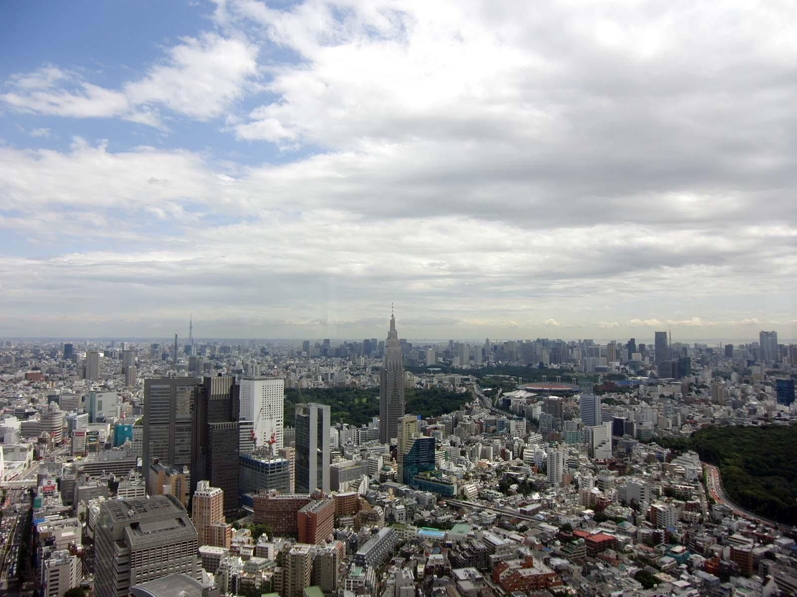 左奥に東京スカイツリーが見えますね