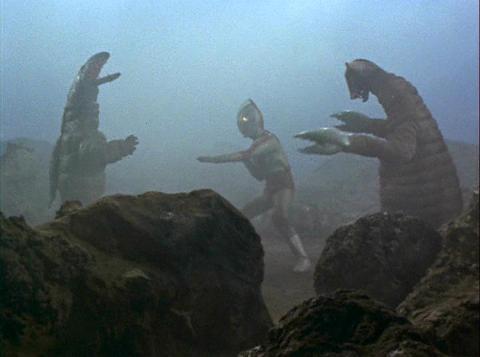 サドラ&デットンと戦うウルトラマンジャック