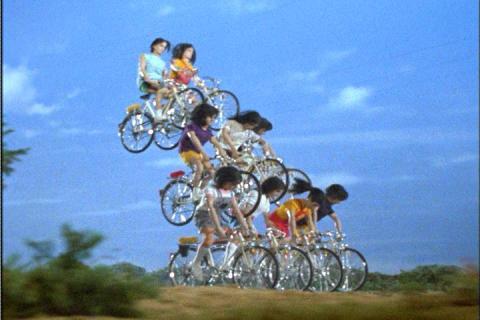 合体してユニタングに変身する大東女子大のサイクリング部