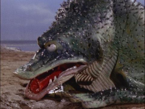 汐吹き怪獣 ガマクジラ