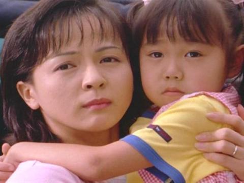 ムサシの妻・ヒサコと、娘のナミ(ヒサコ演:いとうまい子)