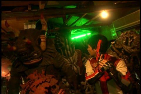 怪獣倉庫に入り込んだカイト隊員