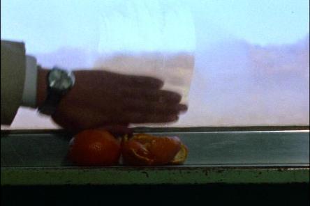 窓辺に置いてあったのはミカンでした