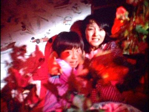 赤い花(バサラの花)に襲われる森山隊員と健一
