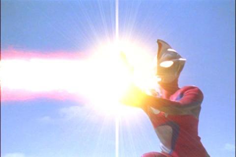 ウルトラマンコスモス(コロナモード) ネイバスター光線
