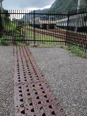 ラックレールを再利用した排水溝