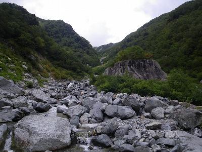 大岩のところで左岸に