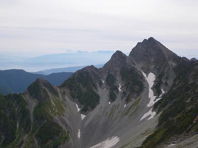 前穂の向こうに富士山